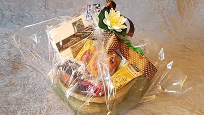 Premiu: coșul cu bunătăți pentru câștigătorul Tombolei Răvașelor